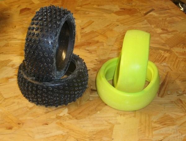1:8 Medial Pro Buggy Reifen - TYRE ADHERIS M2 Medium + Foam